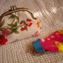 AKCIÓ!! - Virágmintás, romantikus- duplacsatos pénztárca,   MOST A POSTAKÖLTSÉG FELÉT ÉN ÁLLOM. :)   A ...