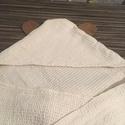 Macis fürdőlepedő babáknak, Magyar motívumokkal, Otthon, lakberendezés, Dekoráció, Lakástextil, Nagyon szép darázsfészek mintával szőtt, tiszta pamut fürdőlepedő, melybe két sávon beleszőtt hímzet..., Meska