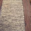 natur-szürke melírozott szőrös szőnyeg, Otthon, lakberendezés, Lakástextil, Falvédő, Szőnyeg, Natur, világos és sötétszürke, árnyalatai. Vastag, szőrös anyagból készült. Hagyományosan kézi szövő..., Meska