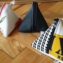 Háromszög pénztárca, Táska, Pénztárca, tok, tárca, Pénztárca, Varrás, Loneta vászon- textilbőr háromszög pénztárca akasztóval.Méret: 10X10 cm   KOLLEKCIÓBAN, AZONOS ANYA..., Meska