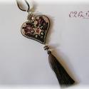 Rózsaszín - barna shibori szív nyaklánc Swarovskival, Ékszer, Esküvő, Szerelmeseknek, Nyaklánc, Szív formájú medál bordó-rózsaszín-ezüstben, Swarovski kristályokkal, bojttal és shibori selyemmel. ..., Meska