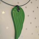 Zöld angyalszárny medál agyagból, Ékszer, Medál, Zöld színű, csillag szerelékkel készült agyag angyalszárny medál. A forma is saját tervezé..., Meska