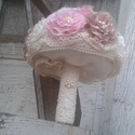 Vintage stílusú menyasszonyi csokor saját készítésű virágokból, Esküvő, Otthon, lakberendezés, Esküvői csokor, Virágkötés, Gyöngyfűzés, Megrendelésre készítettem ezt a gyönyörű vintage csokrot. A virágok szaténból készültek, gyöngyökke..., Meska