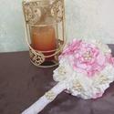 Kicsi menyasszonyi, vagy dobócsokor saját készítésű virágokból, Esküvő, Otthon, lakberendezés, Esküvői csokor, Virágkötés, Ékszerkészítés, Megrendelésre készítettem ezt az aranyos kicsi csokrocskát. :) Szatén virágokból készült, gyöngy és..., Meska