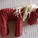 Kötött ló (Waldorf), Nagy méretű, mályvaszínű kötött ló, kréms...