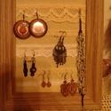 Vintage stílusú fülbevaló tartó (Attilának félretéve), Lógós, kapcsos fülbevalókhoz való fülbevaló...