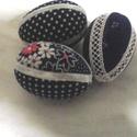 Húsvéti tojás, Dekoráció, Húsvéti apróságok, Ünnepi dekoráció, Patchwork, foltvarrás, Húsvéti tojás (7 cm magas) hungarocellből asztaldísznek vagy tojásfára. Patchwork technikával külön..., Meska