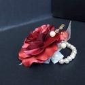 Alkalmi csuklódísz bordó szatén rózsa, Ékszer, Karkötő, Gyöngyös karkötő, Gyöngyfűzés, gyöngyhímzés, Ékszerkészítés, Alkalmi csuklódísz, ballagásra, szalagavatóra, esküvőre. Sosem hervadó örök emlék. Csoportos visele..., Meska