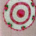 Horgolt terítő, Otthon, lakberendezés, Asztaldísz, Horgolás, Eladó saját készítésű horgolt terítő Fehér alapon rózsaszín színátmenetes fonalból készült virágok ..., Meska