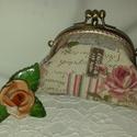 Rózsás pénztárca, Táska, Pénztárca, tok, tárca, Pénztárca, Rózsás-lepkés vászonból készült pénztárca, melyet 11 cm-es duplacsatos keretre készítette..., Meska