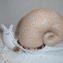 Vintage csiga, Otthon, lakberendezés, Dekoráció, Pöttyös testű, virágos házú csiga. Kézzel varrott díszekkel, hímzett szemmel, szeretettel. ..., Meska