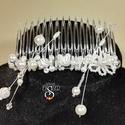 Hajdísz , Esküvő, Hajdísz, ruhadísz, Esküvői ékszer, Hajfésű 8,5 cm széles műanyag alapon különböző gyöngyökkel, és kristályokkal., Meska