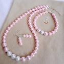 Rózsaszín elegancia, Ékszer, Ékszerszett, Nyaklánc, Karkötő,   Rózsaszín 10 és 8 mm-es tekla gyöngyökből, és fehér 10 mm-es tekla gyöngyökből készül..., Meska