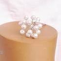 Tekla gyöngyös hajdísz, Ékszer, Esküvő, Hajdísz, ruhadísz, 6 mm-es fehér tekla gyöngyökből készült hajdísz-virág, középen csillogó strasszkővel. Kb..., Meska