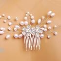 Kétvirágos hajdísz , Ékszer, Esküvő, Hajdísz, ruhadísz, 4 cm-es fém fésű alapra készült hajdísz fehér gyöngyökkel, és strasszköves virágokkal. K..., Meska