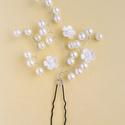 Virágocskás hajtű, Ékszer, Esküvő, Hajdísz, ruhadísz, 6 mm-es gyöngyök, kis virágokkal, kb. 5 cm magas. Kérhető fehér, ekrü, vagy akár más színekben is, e..., Meska