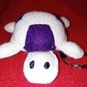 Teknősbéka kulcstartó (lila-fehér)  , Dekoráció, Játék, Mindenmás, Kulcstartó, Unod már, hogy folyton összecseréled az uszodában / fitneszteremben a táskádat? Vagy a gyerkő..., Meska