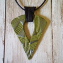 Oliva medál, Ékszer, Nyaklánc, Medálos nyaklánc, Gyurma, Ékszergyurmából készítettem ezt az egyedi nyakláncot. A lánc anyaga viaszolt szál, mérete 45 cm (má..., Meska