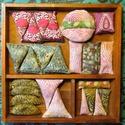 Tavasz- illatos búzazsákok, friss tavaszi színekben (35db), Játék, Készségfejlesztő játék, Egy 35 darabos készlet , gyönyörű, batikolt és hímzett anyagokból, amelyek Jáváról, Törökországból é..., Meska