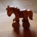 Gurulós fa állatkák, Baba-mama-gyerek, Gyerekszoba, Famegmunkálás, A fa verdák önálló állatos gurítható, strapabíró verziója. 8-10 féle közismert állat  ló, bárány, m..., Meska