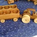 JD pálinkás traktor pótkocsikkal, Férfiaknak, Játék, Fajáték, Famegmunkálás, A fa verdák sorozat népszerű, felnőttesebb megoldásai. Egyedi és mulatságos ötlet kultúrált rövidit..., Meska