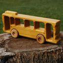 Fa verdák távolsági busz, Baba-mama-gyerek, Játék, Fajáték, Famegmunkálás, A fa verdák sorozat tömegközlekedő tologatós verziója busz kategóriában. Eper, japánakác, dió, cser..., Meska