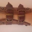 Barna bőr karkötő, Barna színű, valódi bőr karkötő, fém csatok...