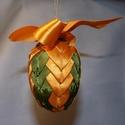 Húsvéti tojás dekoráció, Dekoráció, Húsvéti díszek, Ünnepi dekoráció, Mindenmás, Húsvéti felakasztható tojás dekoráció. Szatén szalagokkal bevont hungarocell tojás. Magassága 8 cm...., Meska