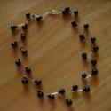Nyaklánc fekete gyöngyökkel, Ékszer, Nyaklánc, Ezüstözött drótból és kétféle méretű fekete gyönggyel készített nyaklánc, amely egyaránt hordható al..., Meska