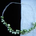 Hoorgolt drót nyaklánc zöld gyöngyökkel, Ékszer, Nyaklánc, Ezüstözött drótot horgoltam és zöld gyöngyökkel díszítettem. Játékos, lebegő, elegáns nyaklánc lett ..., Meska