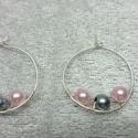 Fülbevaló két színű csillogó gyönggyel díszítve, Rendkívül egyszerű,  csillogó fülbevaló ezü...