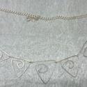 Ezüstözött nyakék, Ékszer, Nyaklánc, Ezüstözött drótból készültek a formák, amiket ezüstözött láncra aplikáltam fel., Meska
