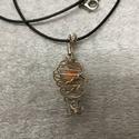 Drótkosárba zárt gyöngy, Ékszer, Medál, A szalmafonás technikáját valósítottam meg ezüstözött drótból. Az így kialakított drótk..., Meska