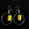 Egyszerű, különleges fülbevaló sárga gyönggyel, Ezüstözött drótból alakítottam ki ezt a kere...