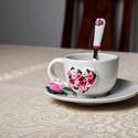 Rózsaszín rózsás szív kávéskészlet garnitúra, Otthon & Lakás, Konyhafelszerelés, Bögre & Csésze, Gyurma, Rózsaszín rózsás szív kávéskészlet garnitúra. A garnitúra 1 db törtfehér kávéscsészéből+aljból (csé..., Meska