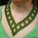 Zöld-arany színű széles gyöngy nyakék, nyaklánc, ajándék , Ékszer, óra, Nyaklánc, Ékszerszett, Medál, Gyöngyfűzés, Nagyon szép, zöld-arany színben készült nyakék.  Cseh üveg kásagyöngyből készült.  Szélessége 3,5 c..., Meska