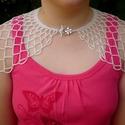 Az ékszer, ami öltöztet! Fehér-ezüst széles menyasszonyi, esküvői gyöngynyaklánc, gyöngyékszer, Meska, Ékszer, Esküvő, Nyaklánc, Esküvői ékszer, Esküvőre menyasszonyoknak különösen ajánlott, alkalmi nyaklánc, ami öltöztet.  Hossza a nyak körül 4..., Meska
