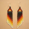 indián stílusú hosszú lógós gyöngy fülbevalók, ajándék, Ékszer, Karkötő, Fülbevaló, Nyaklánc, Fekete, piros, sárga, fehér cseh üveg kásagyöngyök alkotják ezt a szép fülbevalót.  Teljes hossza ak..., Meska