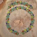 Virágos nyaklánc-karkötő szett, gyöngynyaklánc, gyöngygallér, ajándék, Ékszer, Nyaklánc, Ékszerszett, Karkötő, Tündéri, virágokkal díszített gyöngynyaklánc-karkötő szett.  Csillogó kristályokkal.  Anyaga ezüstkö..., Meska