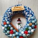 Kis hóemberes ajtókopogtató, Dekoráció, Karácsonyi, adventi apróságok, Dísz, Ünnepi dekoráció, Horgolás, Mindenmás, Saját tervezésű hóemberes karácsonyi ajtókopogtató. 22 cm-es szalmakoszorút kék-fehér fonalból kötö..., Meska