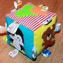 Babakocka csörgővel, Játék, Baba-mama-gyerek, Készségfejlesztő játék, Baba-mama kellék, Varrás, Hímzés, A termék késztermék, azonnal vihető.  Babakocka a legkisebbeknek. A termék minőségi pamutvászonból ..., Meska