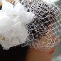 Fehér csipkés menyasszonyi fejdísz francia fátyollal, Esküvő, Ékszerkészítés, Fehér menyasszonyi fejdísz francia fátyollal  Méretei: Hossza:max.:18,5 cm Szélessége:max.12,5 cm, Meska