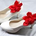 Piros cipőklipsz, Menyecske cipődísz, Esküvő, Cipő, cipőklipsz, Piros cipőklipsz, Menyecske cipődísz  A cipőd ékszere lehet ez a bájos darab.  Méretek: Hossz..., Meska