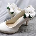 Tündéri virágos cipőklipsz, Fehér cipődísz , Esküvő, Cipő, cipőklipsz, Tündéri virágos cipőklipsz, Fehér menyasszonyi cipődísz  A cipőd ékszere lehet ez a bájos ..., Meska