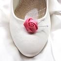 Rózsás cipőklipsz tenyésztett gyöngyökkel, Esküvő, Cipő, cipőklipsz, Rózsás cipőklipsz tenyésztett gyöngyökkel   A cipőd ékszere lehet ez a bájos darab.   A cip..., Meska
