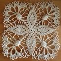 Búzavirág - horgolt terítő, Dekoráció, Otthon, lakberendezés, Lakástextil, Terítő, Krémszínű, 100% pamut horgolócérnából készült virágmintás terítő. Búzavirágszerű min..., Meska
