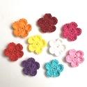 Tarkabarka horgolt virágok, Dekoráció, Dísz, 100% pamut fonalból horgolt, színes virágok. Átmérőjük: 3,5 cm. A szett tartalma 9 db különböző szín..., Meska