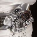 Ezüst Strasszos öv rózsákkal esküvőre - 10% kedvezmény, Különleges opálos színű selyemből készülte...