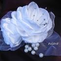 Hajdísz Két Virágból esküvőre , Esküvő, Esküvői ékszer, Hajdísz, ruhadísz, Menyasszonyi ruha, Virágkötés, Varrás, Hófehér szaténból ezüstös porzókkal készítettem virágot,amelyet a hajadba tehetsz menyasszonyi öltö..., Meska