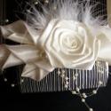 Menyasszonyi Hajfésű,Hajdísz Esküvőre, Esküvő, Esküvői ékszer, Hajdísz, ruhadísz, Menyasszonyi ruha, Szaténból rózsát,és saját kála technikával készült kála virágokat készítettem ehhez a hajdíszhez.A m..., Meska